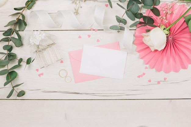 Obrączki ślubne z kwiatami