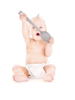 Obraz chłopca z dużą łyżką na białym