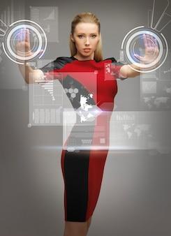 Obraz futurystycznej kobiety pracującej z wirtualnymi ekranami dotykowymi