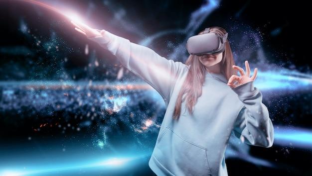 Obraz kobiety w wirtualnej rzeczywistości. okulary vr