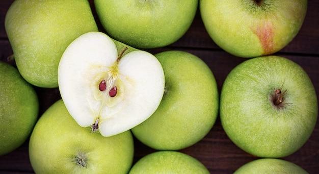 Obraz koncepcji zdrowej żywności z jabłkiem serca