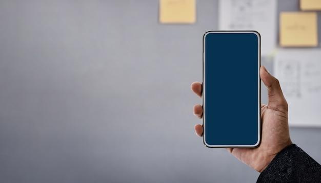 Obraz makiety smartphone. ekran wyświetlania to ścieżka przycinająca.