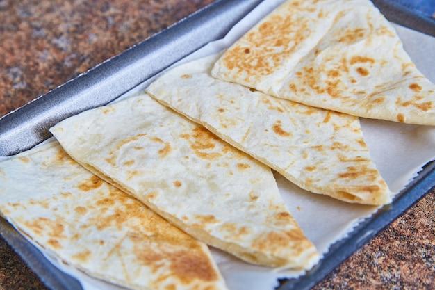 Obraz meksykańskiego jedzenia dla dzieci z serem quesadilla?