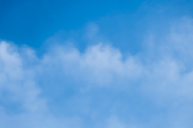 Obraz nieba i białych chmur