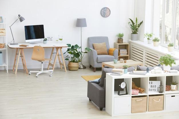 Obraz nowoczesnego salonu z miejscem pracy i nowoczesnymi meblami w domu