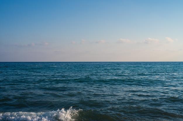 Obraz oceanu z sformułowaniami. zdjęcie wysokiej jakości