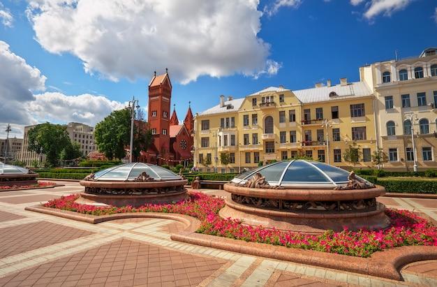 Obraz pięknego placu niepodległości w mińsku