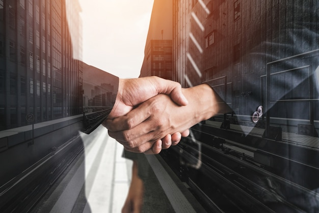 Obraz podwójnej ekspozycji biznesu i finansów