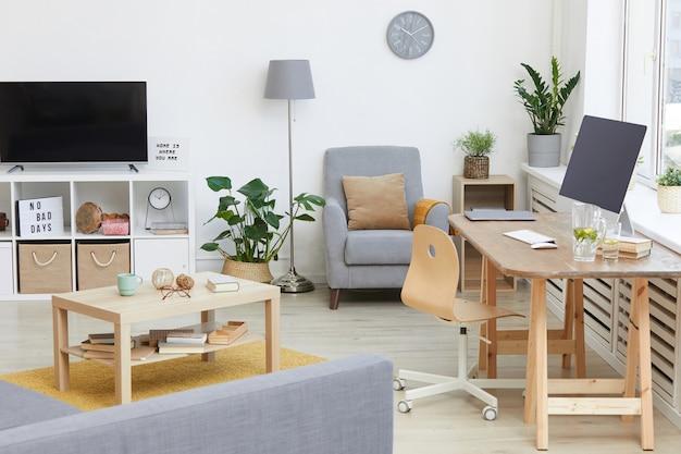 Obraz przedstawiający nowoczesny salon z telewizorem i stołem z komputerem w domu