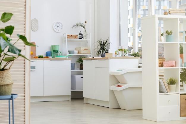 Obraz przedstawiający przytulną kuchnię domową z białymi meblami