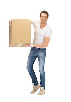 Obraz przystojny mężczyzna z dużym pudełkiem.