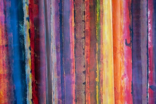 Obraz składający się z kolorowych poziomych linii tworzących piękną dziwną i jedną całość