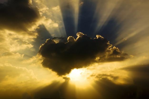 Obraz słońca świeci