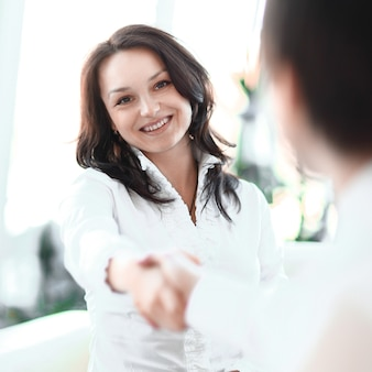 Obraz w tle uścisk dłoni ludzi biznesu. zdjęcie z miejscem na kopię