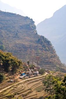 Obraz wioski tybetańskiej w himalajach