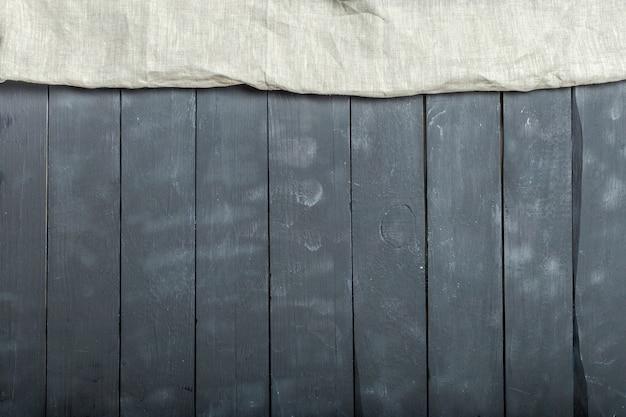 Obrus tekstylny na drewnianym tle