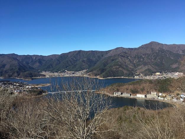 Obrzeże jasne jezioro widok góra obrzeże