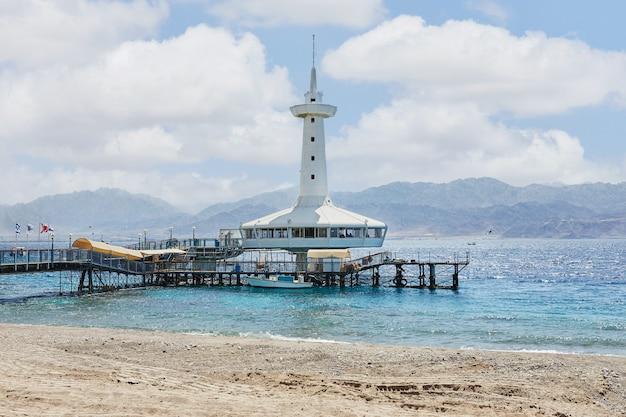 Obserwatorium podwodne, kawiarnia i taras widokowy na morzu czerwonym w ejlat