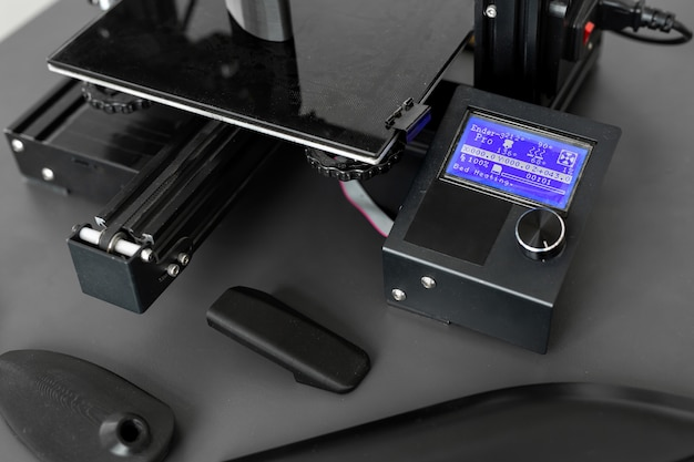 Obsługa maszyny drukującej 3d w laboratorium