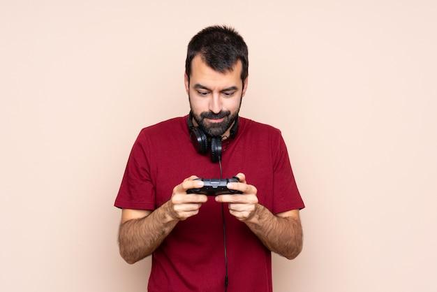 Obsługuje bawić się z wideo gry kontrolerem nad odosobnioną ścianą