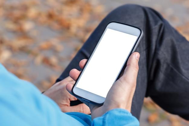 Obsługuje mienia mobilnego mądrze telefon z pustym bielu ekranem.
