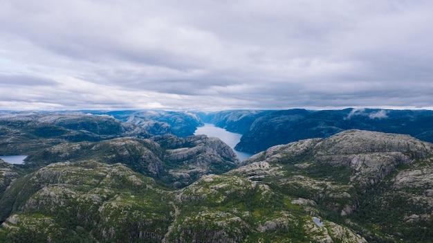Obszar fiordu w norwegii
