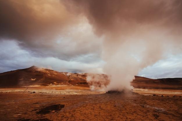 Obszar geotermalny hverir. lokalizacja miejsce lake myvatn