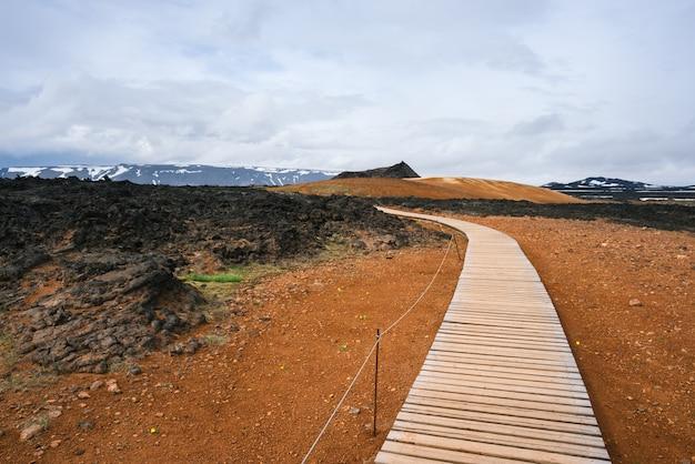Obszar geotermalny leirhnjukur w pobliżu wulkanu krafla, islandia