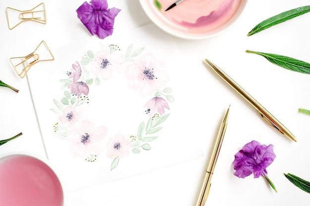Obszar roboczy artysty rama wieniec kwiatowy pomalowany akwarelami