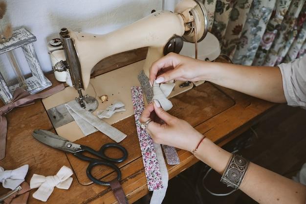 Obszar roboczy krawcowej vintage