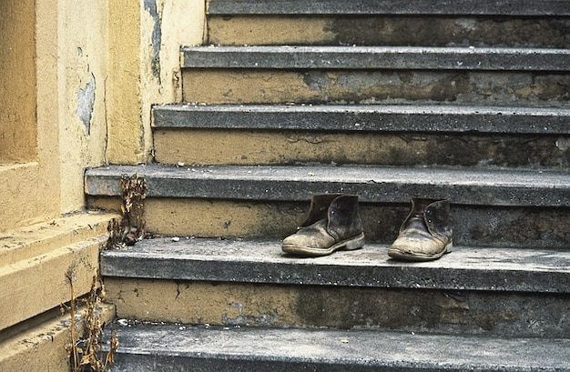 Obuwie buty buty przechylony schody wiek
