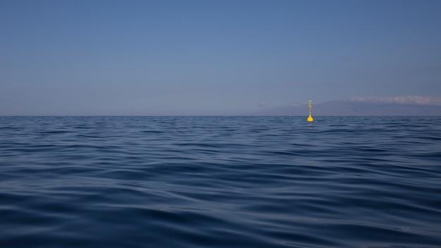 Ocean atlantycki na teneryfie z wyspą gomera