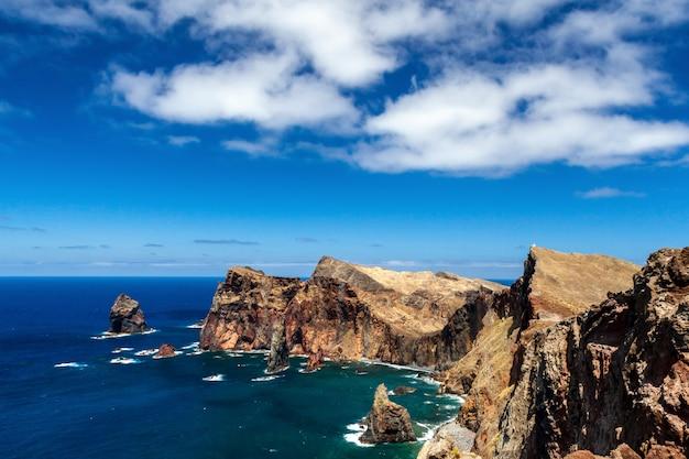 Ocean atlantycki ze skałami, madera