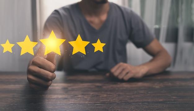Ocena klienta zadowolenie z obsługi, pięciogwiazdkowa lub doskonała ilustracja