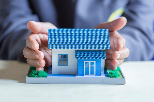 Ochrona domu w banku.