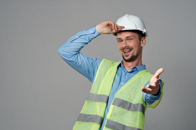 Ochrona męskich budowniczych zawód pracy na białym tle. zdjęcie wysokiej jakości