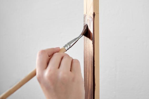 Ochronna powłoka lakiernicza akrylowa do powierzchni drewnianych