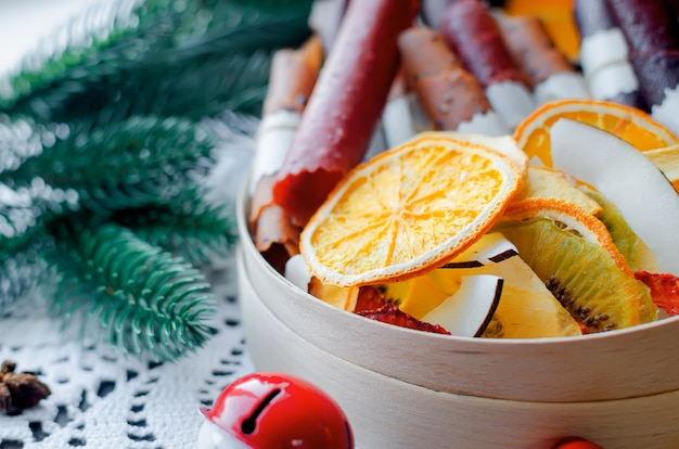 Ocieplenie zimowej herbaty, suszenie owoców w dzień świąt