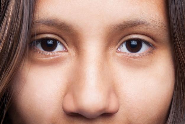 Oczy dziewczyny zamknięciu