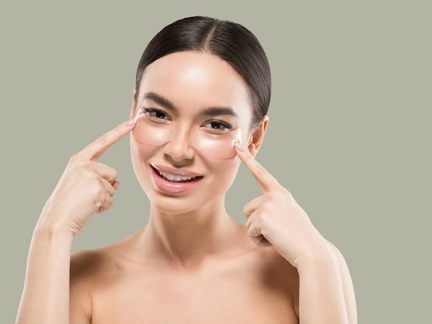 Oczy maska azjatyckie kobiety twarz kosmetyczna. kolor tła. zielony