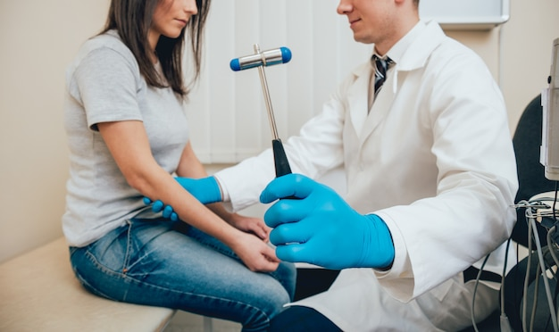 Odbiór u lekarza-neuropatologa.