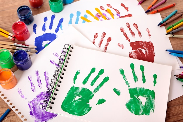 Odciski dłoni i sprzęt artystyczny