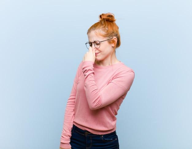 Odczuwanie obrzydzenia, trzymanie nosa, aby uniknąć smrodu i nieprzyjemnego smrodu