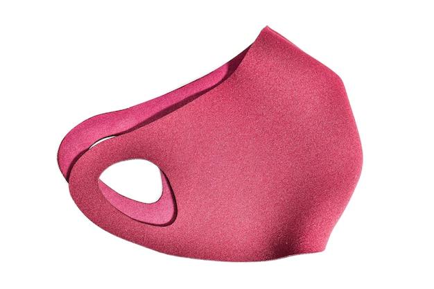 Oddychająca maska neoprenowa bordowa, wodoodporna. wyizoluj na białym tle.