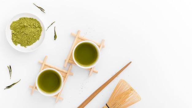 Odgórnego widoku matcha herbaciany pojęcie na stole