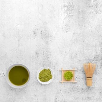 Odgórnego widoku matcha herbaciany pojęcie z kopii przestrzenią