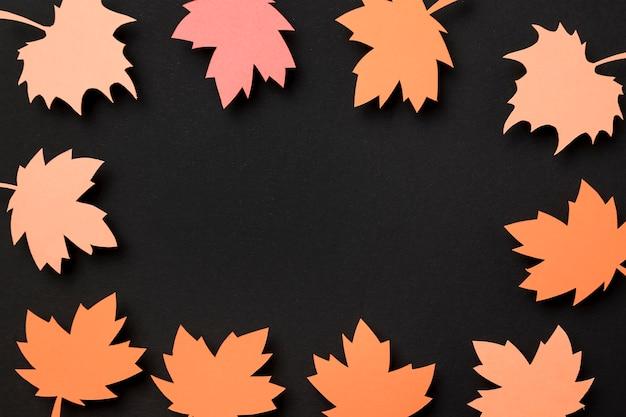 Odgórnego widoku papieru jesieni liści skład z kopii przestrzenią