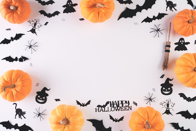 Odgórny widok halloween wykonuje ręcznie na bielu