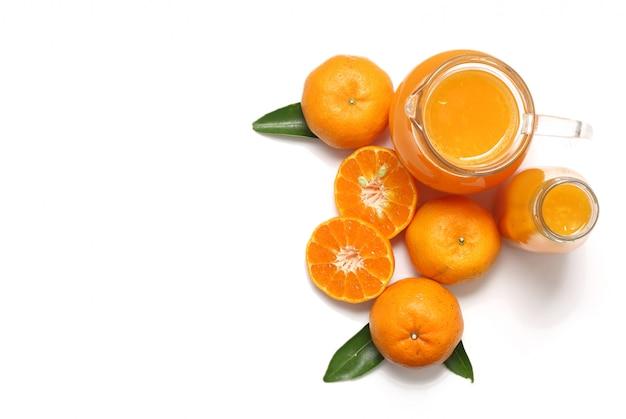 Odgórny widok odizolowywający sok pomarańczowy