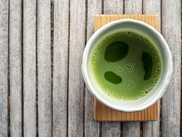 Odgórny widok organicznie zielonej herbaty matcha